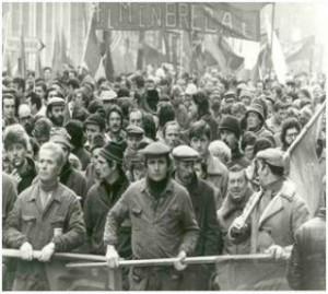Thompson, La protesta operaia contro la meccanizzazione della filatura